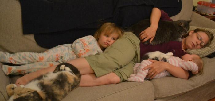 дети-спят-с-мамой